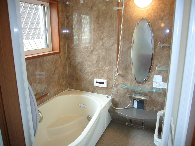 エレガントなデザインの浴室リフォーム