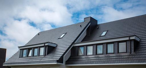 屋根材と工法の種類を網羅!屋根リフォームを成功させる3つのコツ